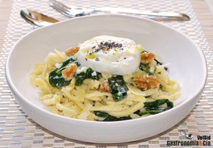 Pasta con espinacas y mozzarella