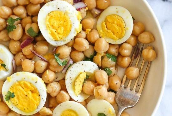 Garbanzo con huevo cocido