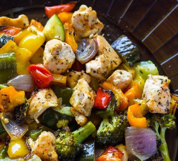 Pollo con verduras en sartén
