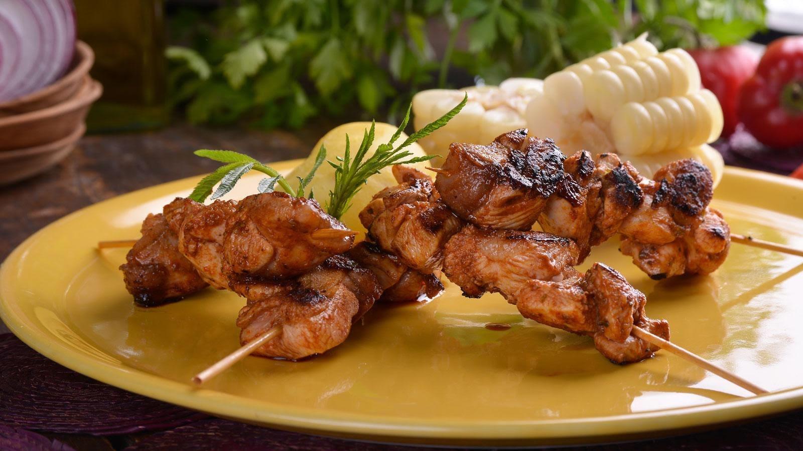 Anticuchos de pollo con choclo