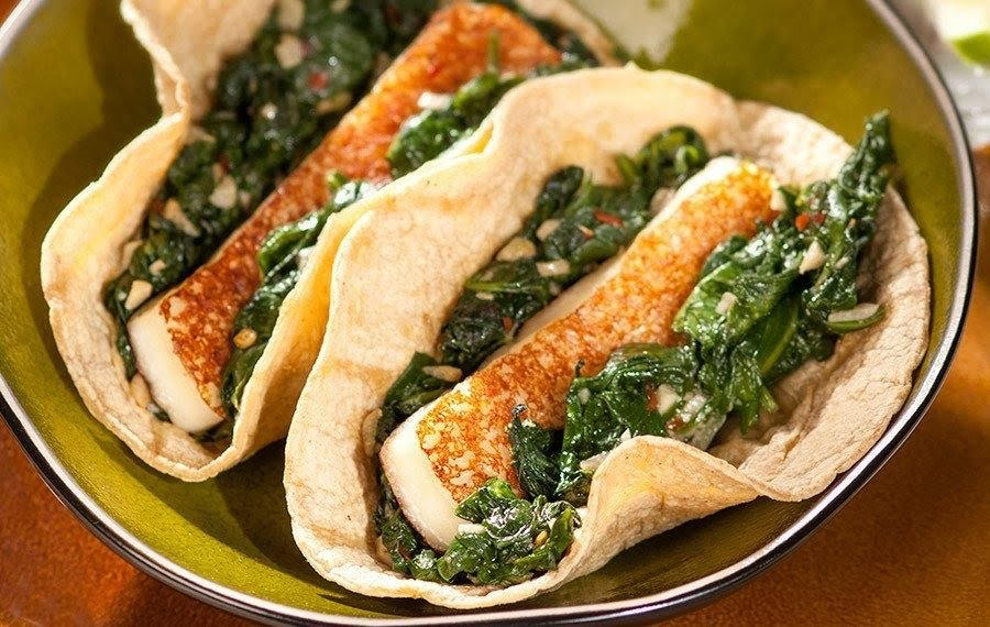 Tacos de bistec con panela y espinaca