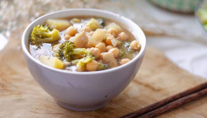 Sopa de vegetales con garbanzo