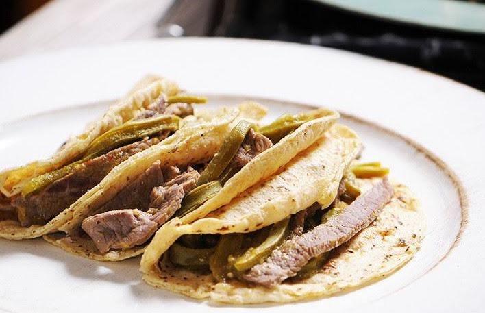 Tacos de bistec y nopal