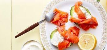 Aguacate relleno de salmón ahumado