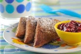 Pan francés con mermelada de moras