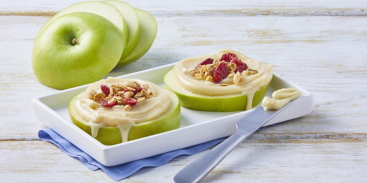 Manzana con yogurt y nuez