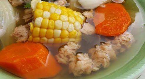Caldo vegano de pollo