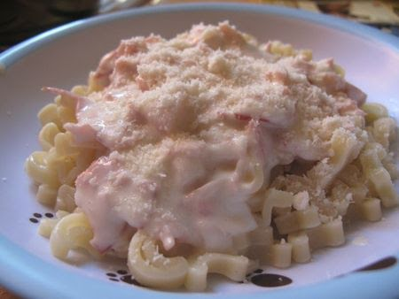 Pasta con crema, queso y pechuga de pavo horneada