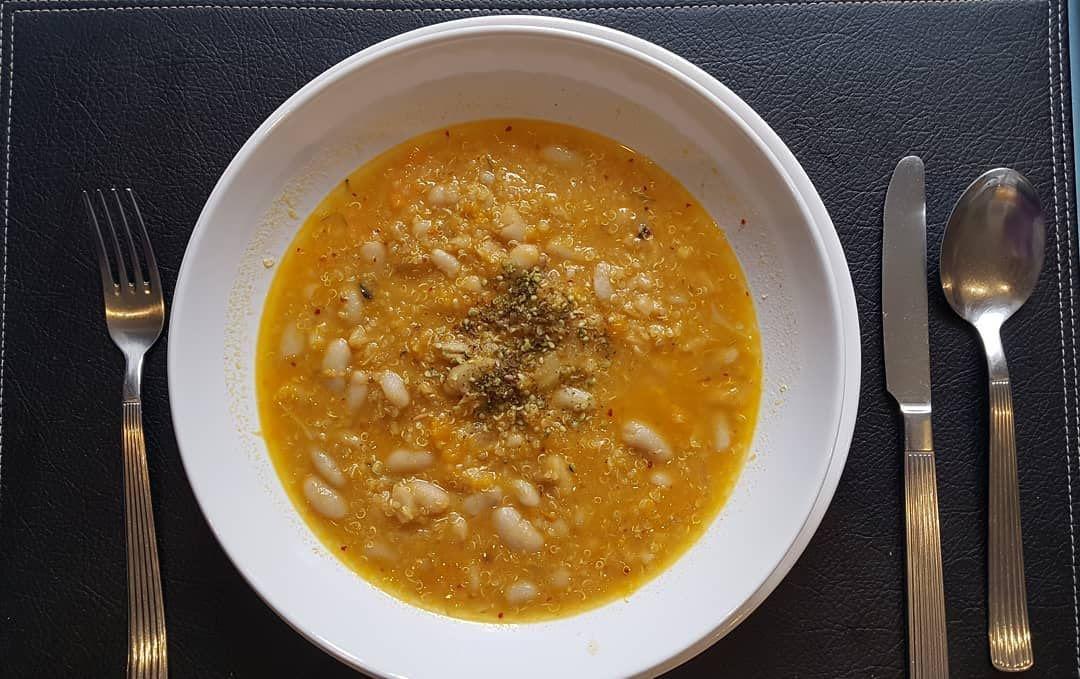 Sopa de quinoa y alubias