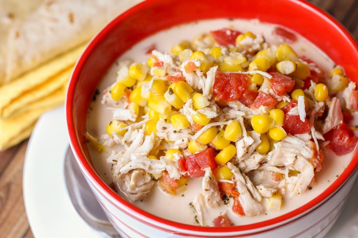 Sopa de elote y pollo