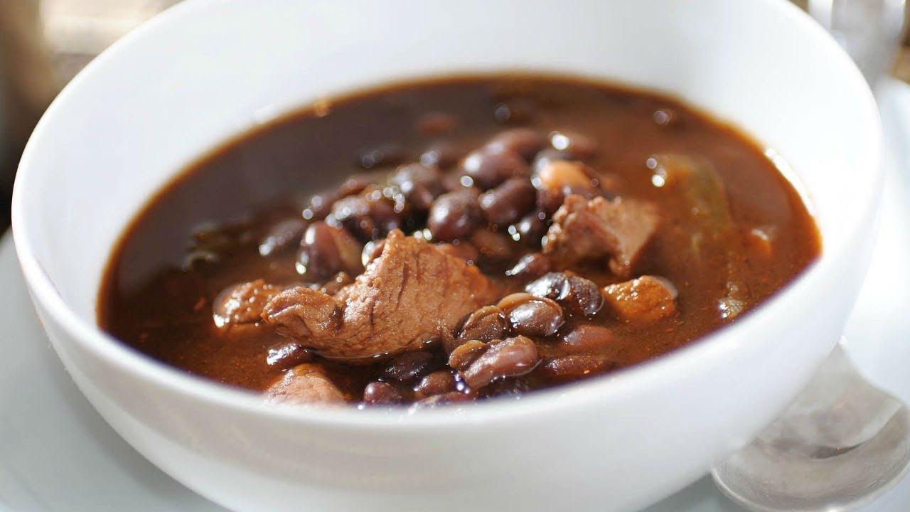 Sopa de frijol con carne