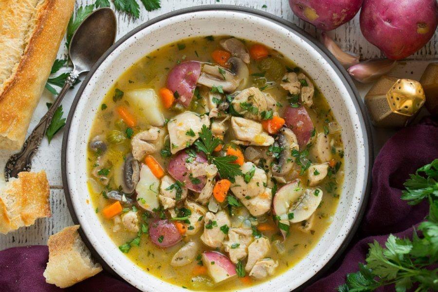 Sopa de pollo con papa y champiñón