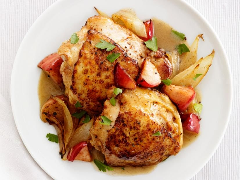 Pollo rostizado con papas y puré de manzana