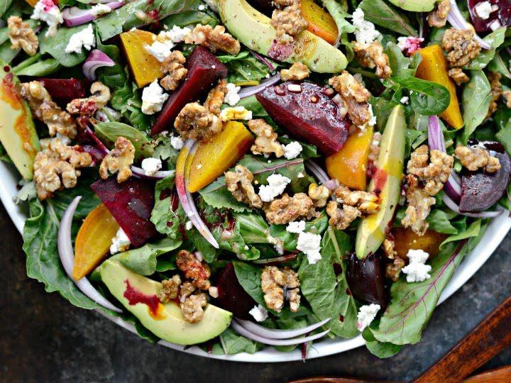 Ensalada de betabel, fruta y nuez