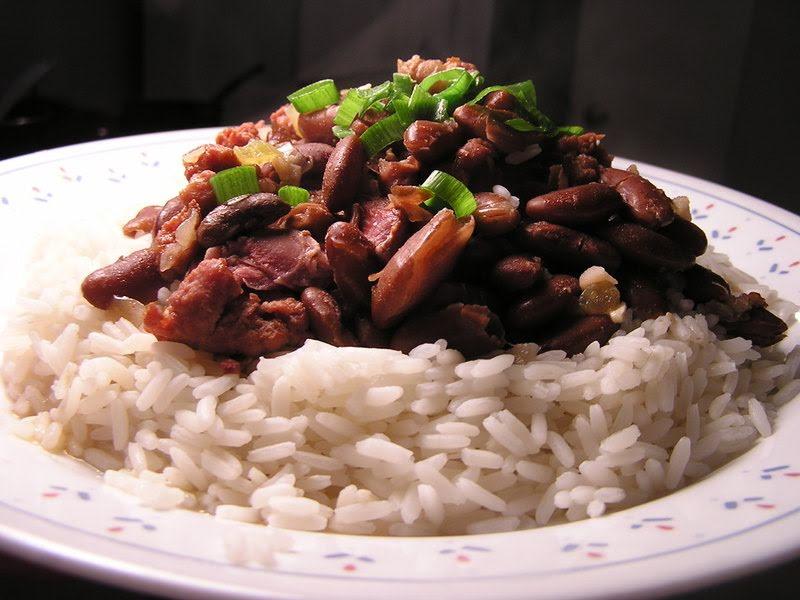 Carne con arroz y frijoles