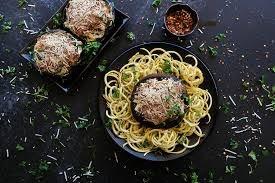 Portobello relleno de carne y pasta