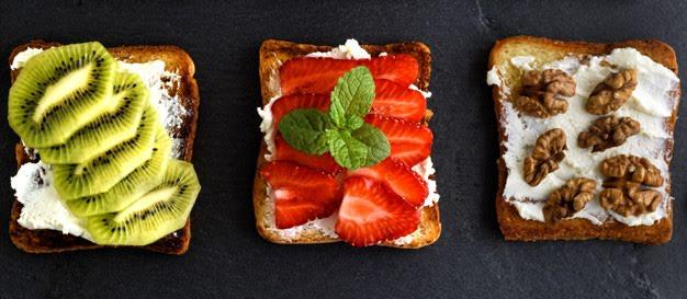 Toast de frutas y queso