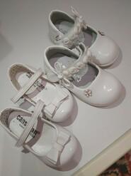 Білі туфлі з бантиком і метеликом