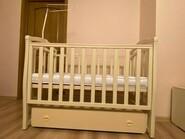 Кроватка для новорожденного с маятниковым механизмом
