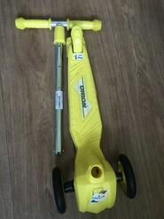 Новый жёлтый самокат