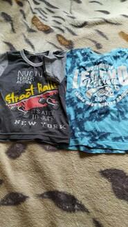Синя і сіра футболки