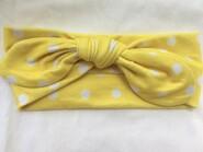 Жёлтая повязка в белый горох