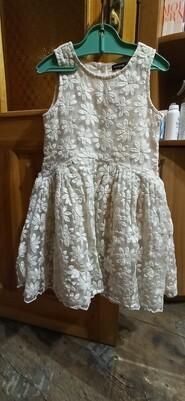 Платье бежевое в ромашку