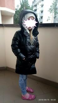 Пуховик для девочки черный с белым капюшоном на пуху