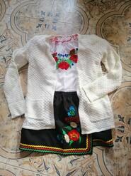 Набор вышиванка, юбка и кардинган.