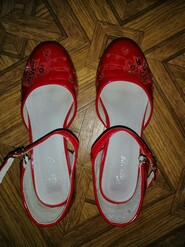 Туфли на девочку.