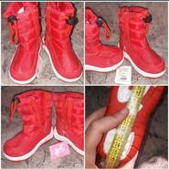 Красные зимние сапожки дутики