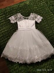 Платье белое 5-6 лет(400 грн).Костюм вышиванки 2-4г.(250 грн)