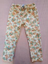 Белые джинсы в цветочек
