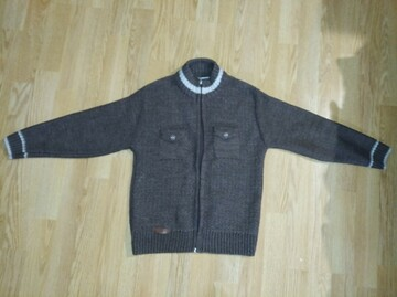 Красивий свитер на 7-9 років