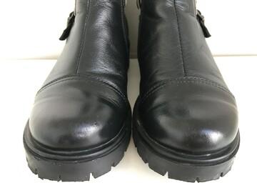 Чорні шкіряні черевики на тракторній підошві