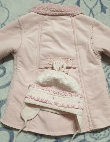 Розовое пальтишко