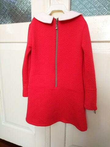Червона сукня з сумочкою