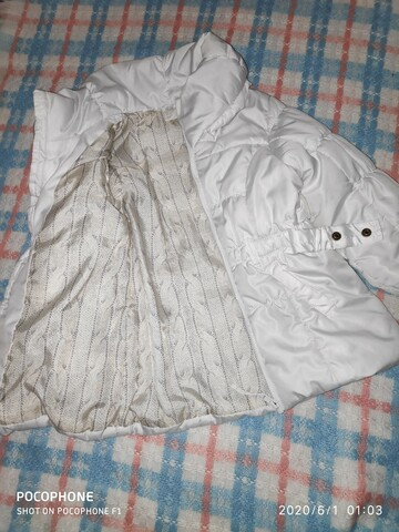 Белоснежная демисезонная курточка на девочку фирмы H&M