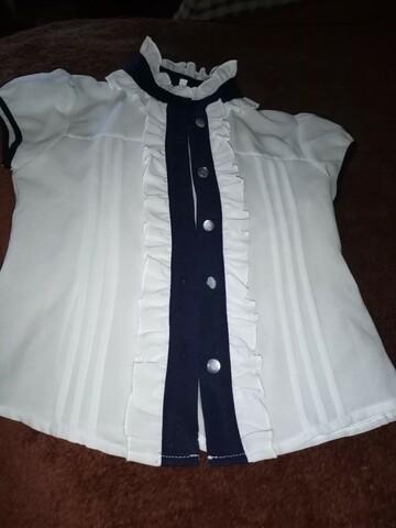 Блуза белая с синими вставками