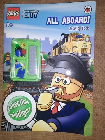 Фигурка Лего в книжке
