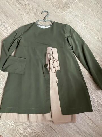 Платье цвета хакки,вставки беж