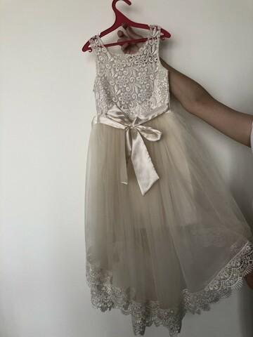 Нарядна сукня кольору айворі зі шлейфом