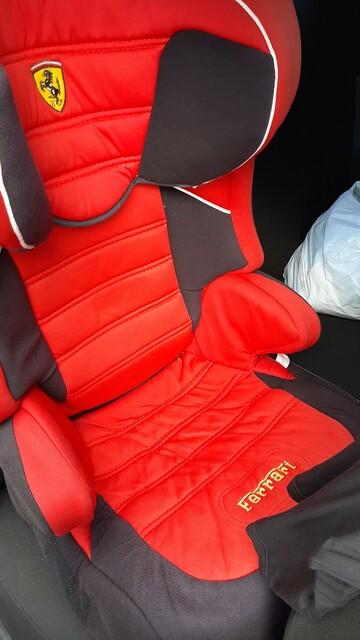 Автокресло + бустер Ferrari