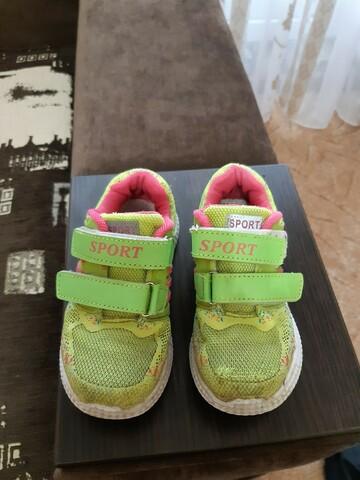 Салатные кроссовки для девочки 2-3 года