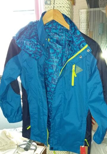 Куртка ветровка-дождевик.