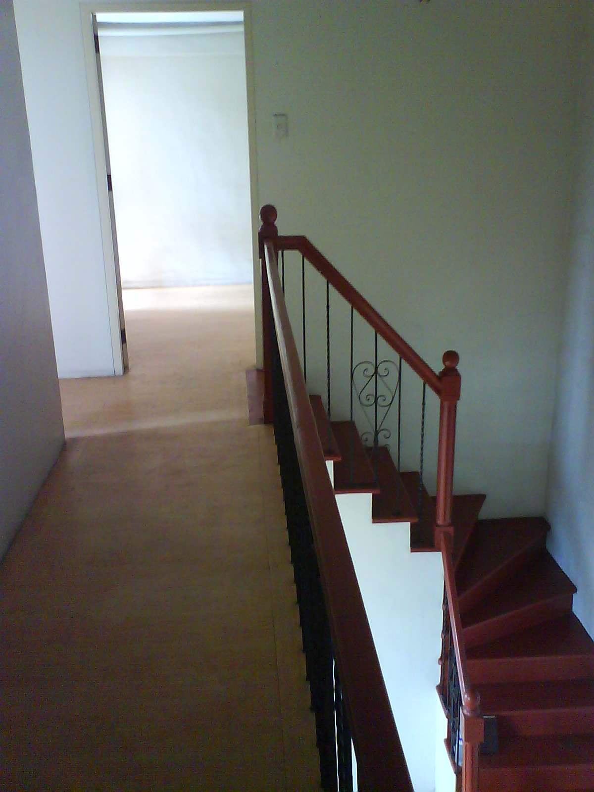 BEDROOM RIGHT STAIRS