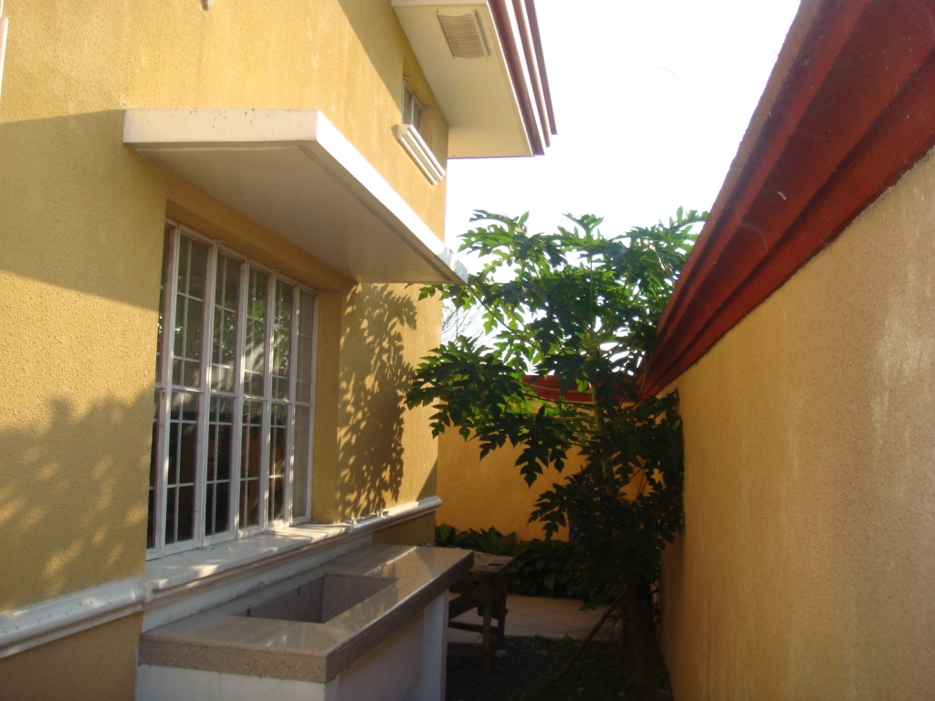 FOR SALE: House Laguna 17