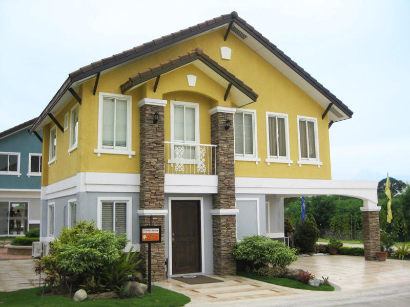 VIVIENNE HOUSE MODEL