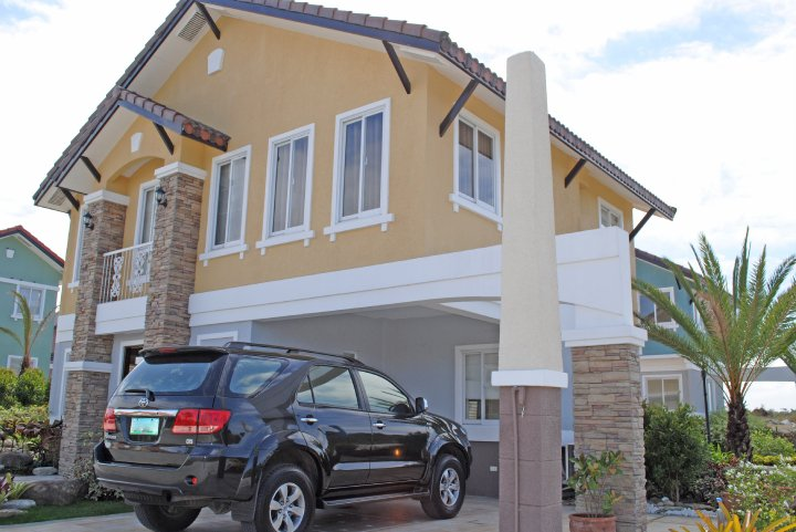 FOR SALE: House Manila Metropolitan Area > Alabang 2