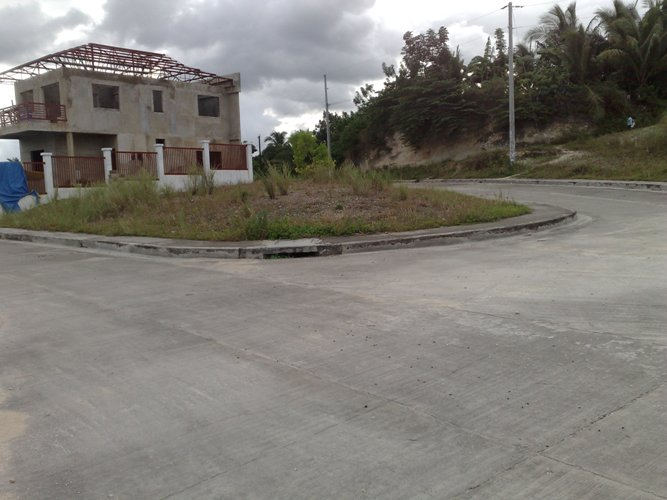 The sizes of the lots ranges from 150 to 300 square meters. At  P 7,900/sq.m.